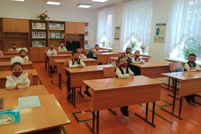 В Туркестанской области ученики 1-5 классов начали учиться в смешанном формате