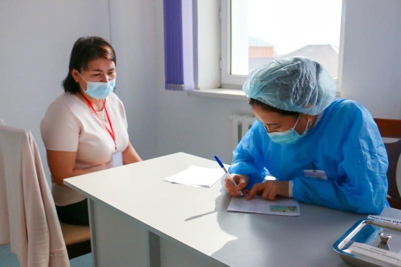 Қызылордада ұстаздарға коронавирусқа қарсы вакцина салына бастады