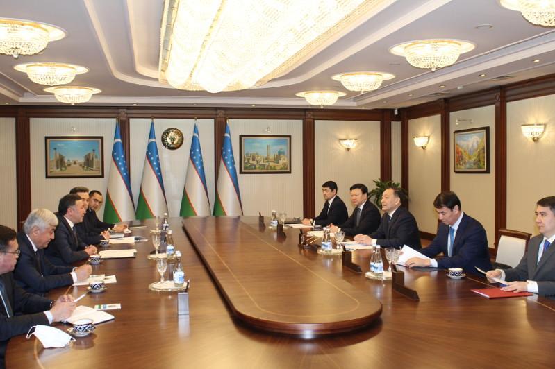 Казахстанская делегация во главе с Ералы Тугжановым прибыла с рабочим визитом в Ташкент