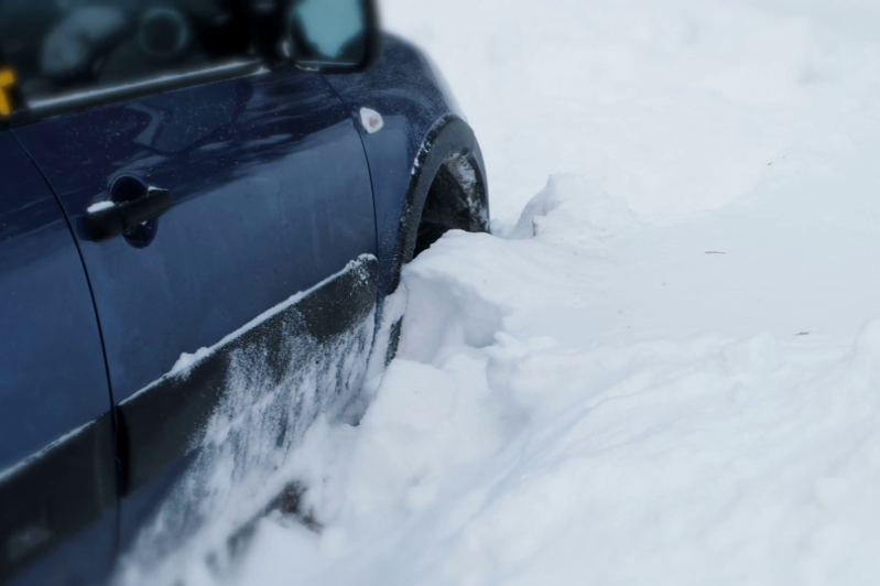 Сотни автомобилей возвратили спасатели с автодорог в Акмолинской области