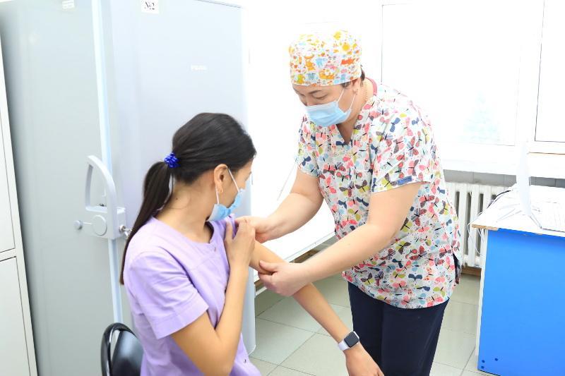 Второй этап вакцинации от COVID-19 стартовал в Восточном Казахстане