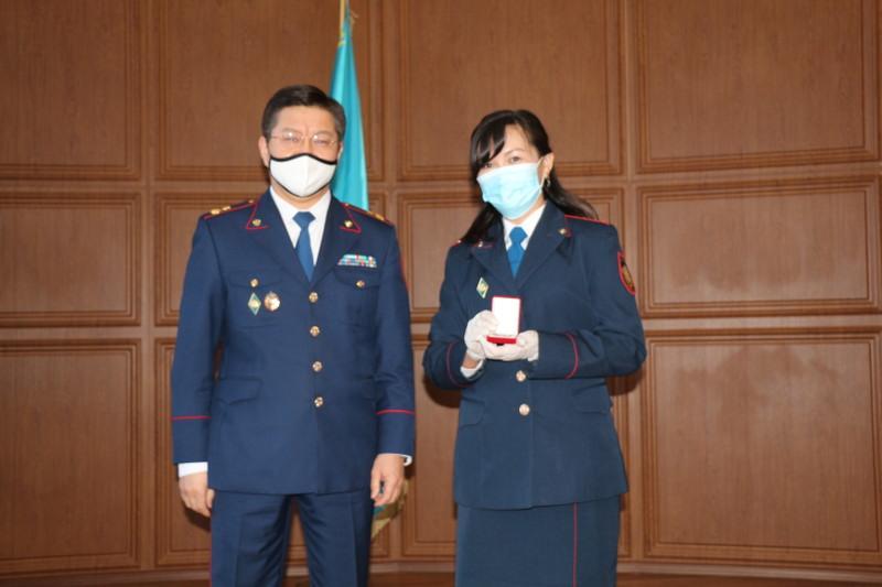 Транспортные полицейские Казахстана поздравили женщин в погонах