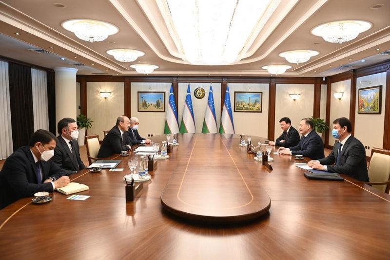 副总理托赫詹诺夫会见乌兹别克斯坦总理阿里波夫