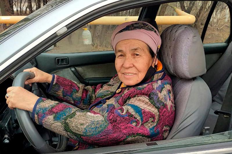 70 жастағы әже жолаушы тасып еңбек етеді