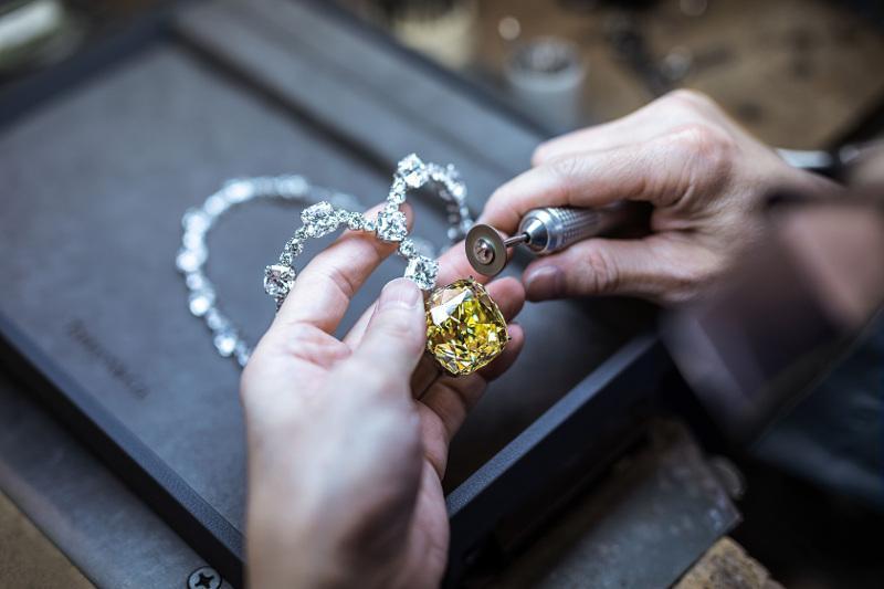Будет обеспечен свободный оборот драгоценных металлов и драгоценных камней – Бейбут Атамкулов