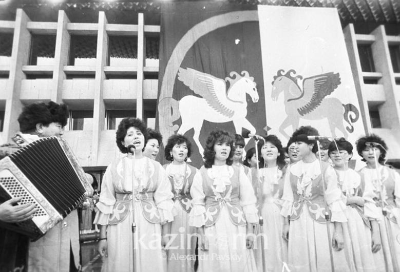 哈萨克斯坦以国家节日形式正式庆祝纳乌鲁兹节已满30年