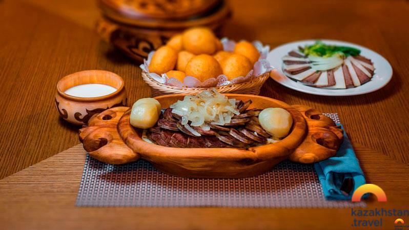 哈萨克斯坦不同地区的独特菜肴:中部和东部