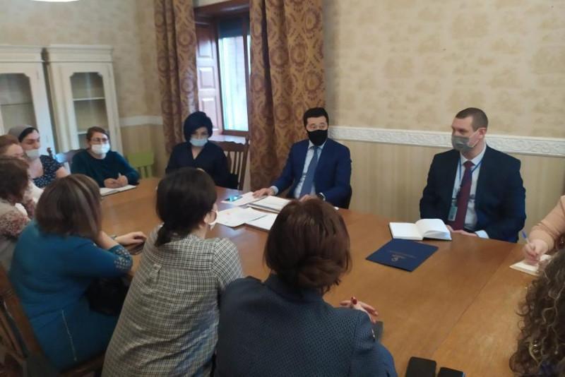Вице-министр труда и соцзащиты населения РК встретился с родителями детей с инвалидностью