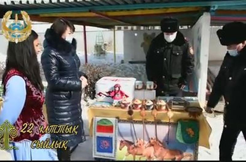 Теміртау полицейлері арнайы мекемелердегі балаларға сыйлық жасады