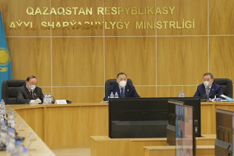 政府副总理主持召开土地改革委员会首次会议