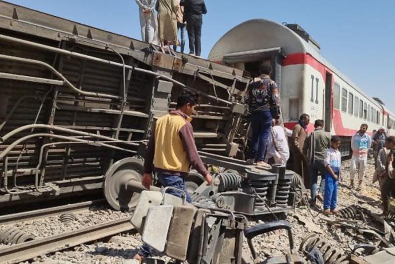 Озвучена причина столкновения двух пассажирских поездов в Египте