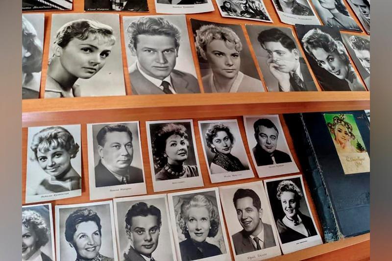 Ретровыставку открыток организовала карагандинская библиотека ко Дню театра