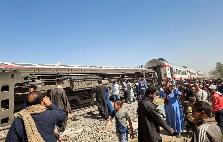 Официальное число погибших в столкновении поездов в Египте сократилось до 19 человек