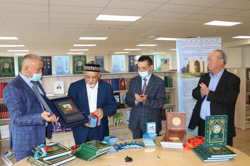 Túrkistan tarıhyna qatysty tarıhı kitaptardyń tusaýkeseri ótti