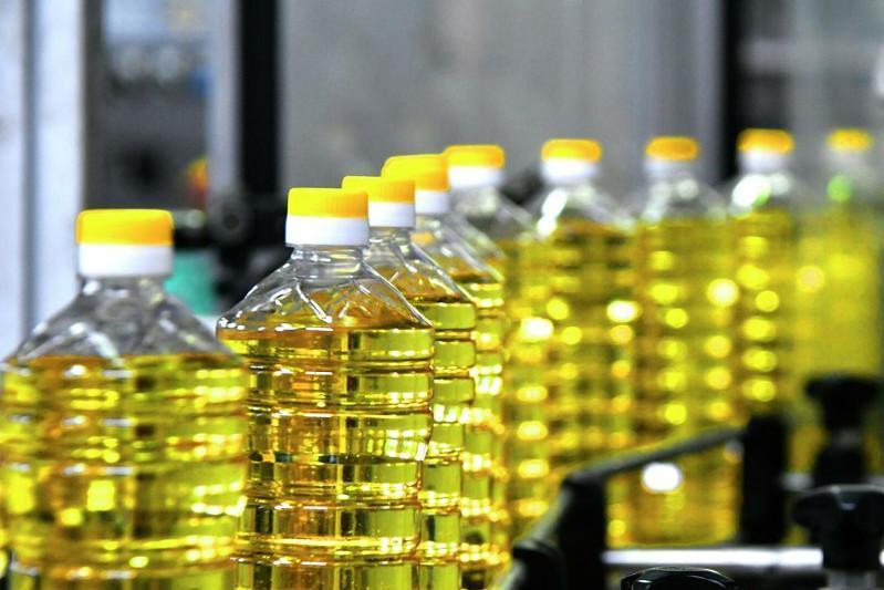 Оптовые цены на подсолнечное масло незначительно снизились в СКО