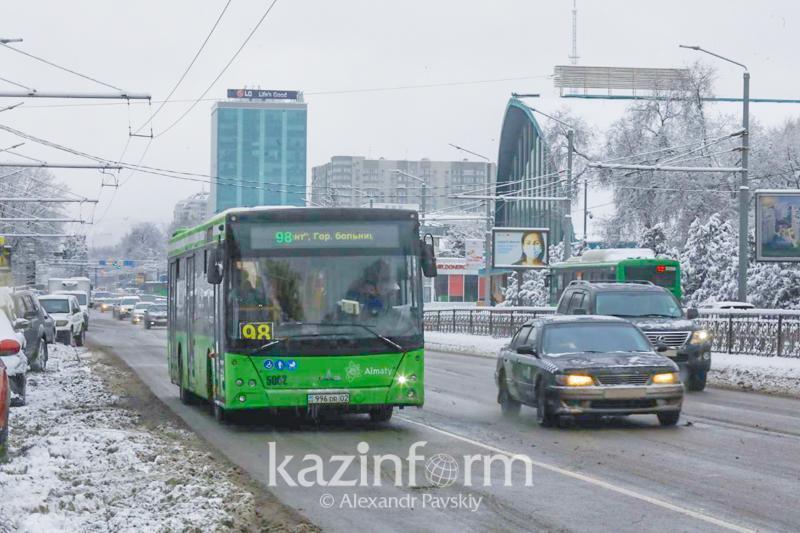 Общественный транспорт вернулся к обычному режиму работы по выходным в Алматы
