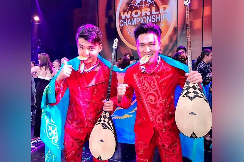 哈萨克斯坦冬不拉音乐组合在英国国际大赛中获得冠军