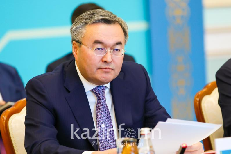 Kazakh and Iranian FMs sign coop programme