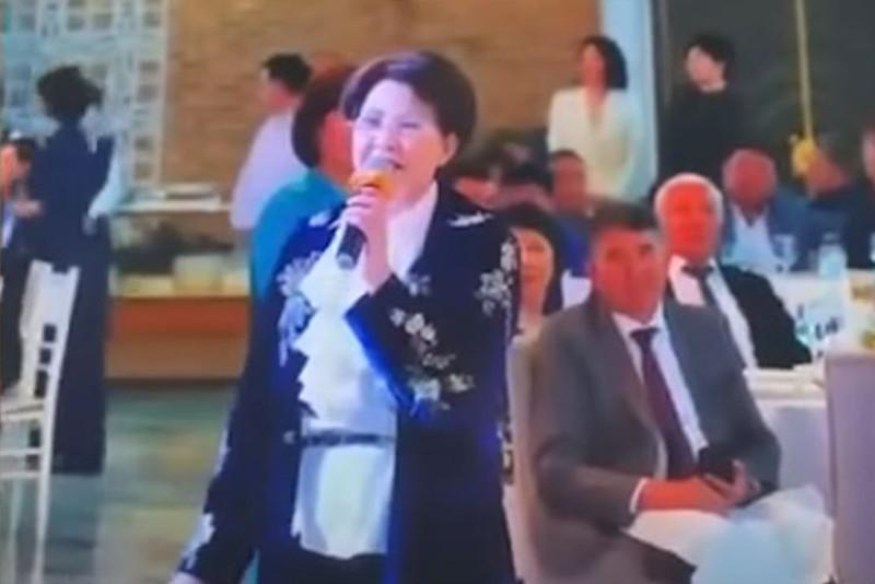 Алматыда Роза Рымбаева мен Сәкен Майғазиев қатысқан тойдың видеосы тексеріліп жатыр