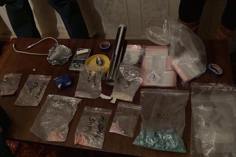Семь человек задержали за производство синтетических наркотиков в СКО