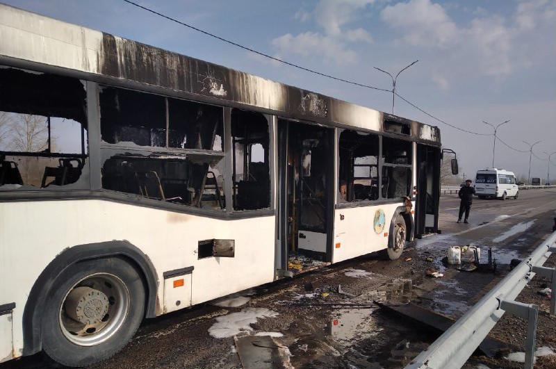Павлодар облысында жолаушылар толы автобус өртенді