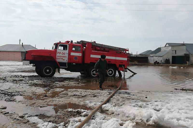 Спасательные работы проводятсяв поселке Коянды в Акмолинской области
