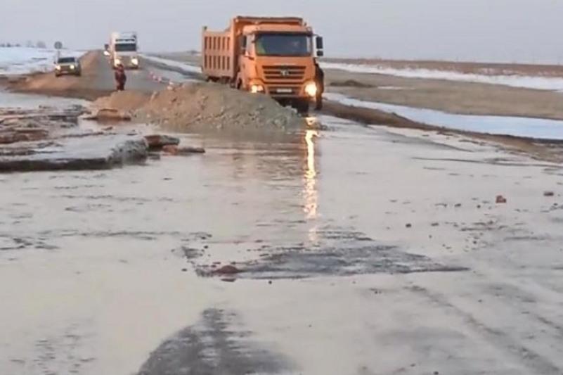 Қарағанды облысында еріген қар суы үш жолды басып қалды