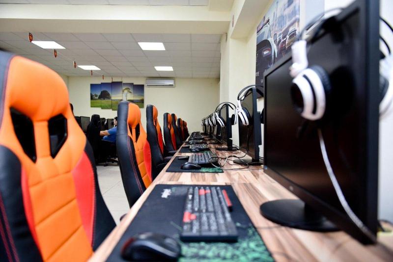 32 астанчанина играли в компьютерном клубе