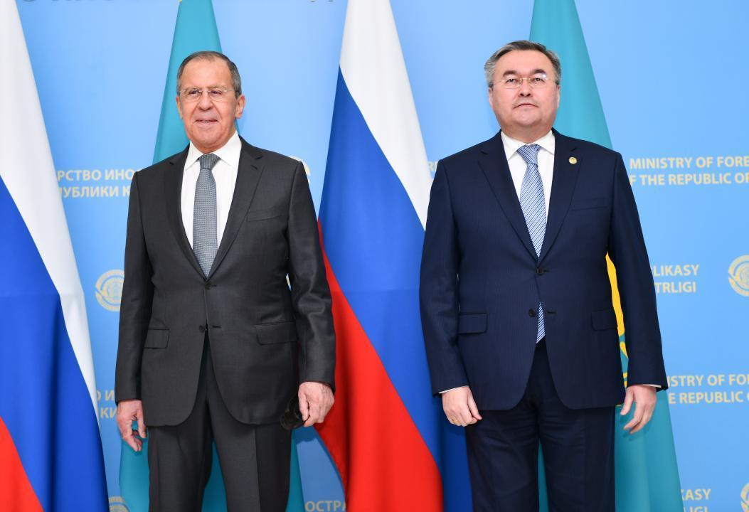 哈俄外交部长举行双边会谈
