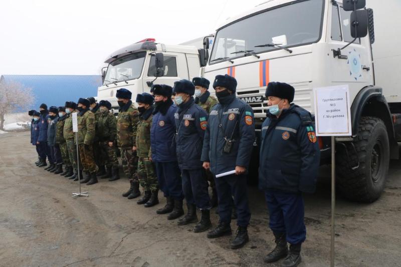 В подверженные подтоплениям села выехали спасатели СКО
