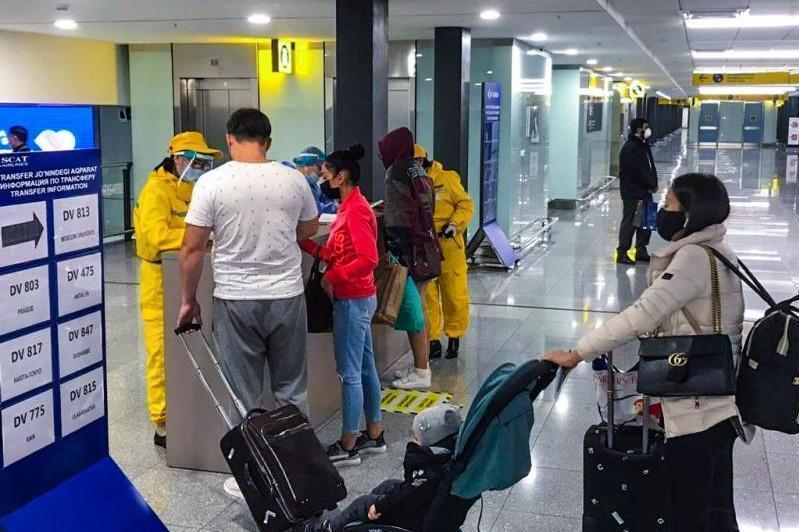 入境防疫:21名国际旅客未携带新冠检测报告飞抵哈萨克斯