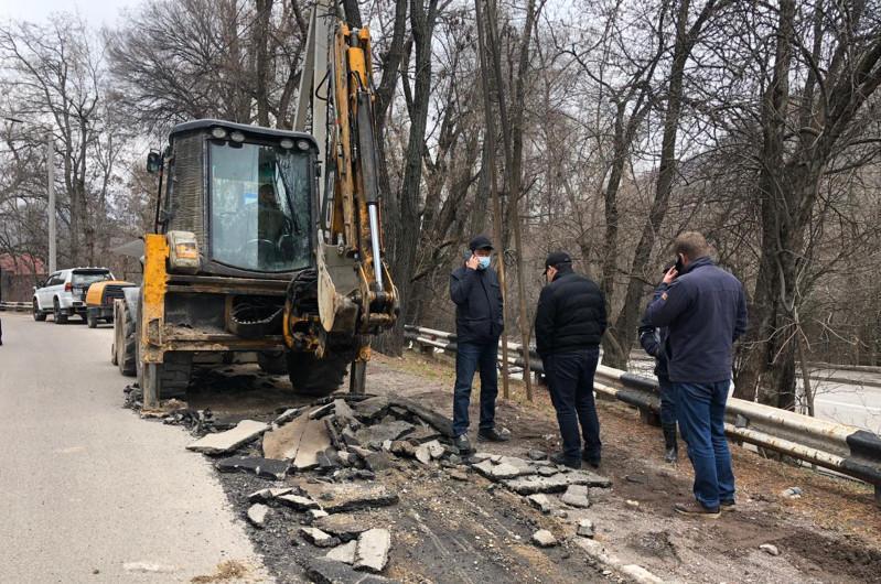 Нұротандықтар Алматыдағы жол жөндеу жұмыстарының сапасын бақылауға алды