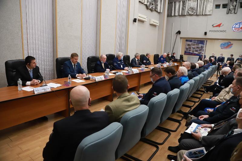 Госкомиссия на Байконуре утвердила к полету экипаж космического корабля «Союз МС-18»