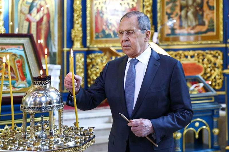 Министр иностранных дел России посетил Успенский Кафедральный собор в Нур-Султане