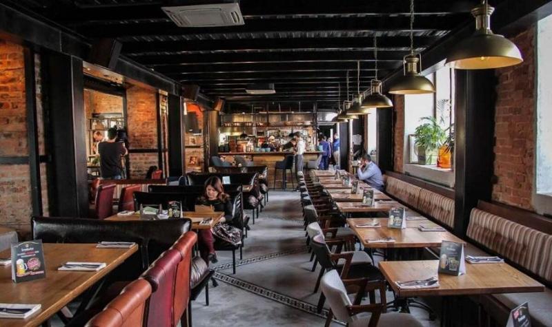 Несовершеннолетних посетителей обнаружили ночью в жамбылских кафе-барах