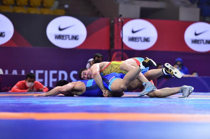 Нурсултан Турсунов победил на Азиатском региональном турнире по борьбе в Алматы