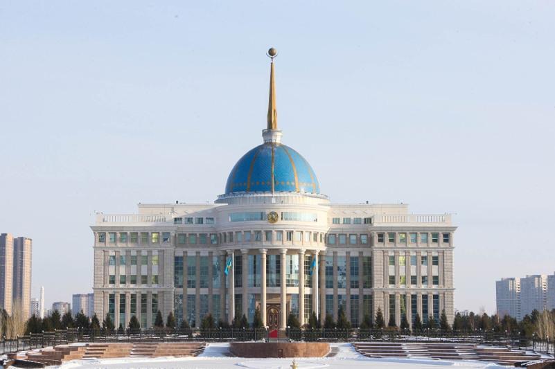 托卡耶夫总统听取阿特劳和阿克托别州州长工作汇报