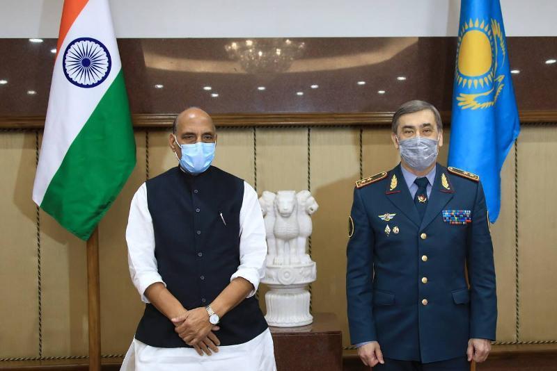 国防部长叶尔梅克巴耶夫访问印度