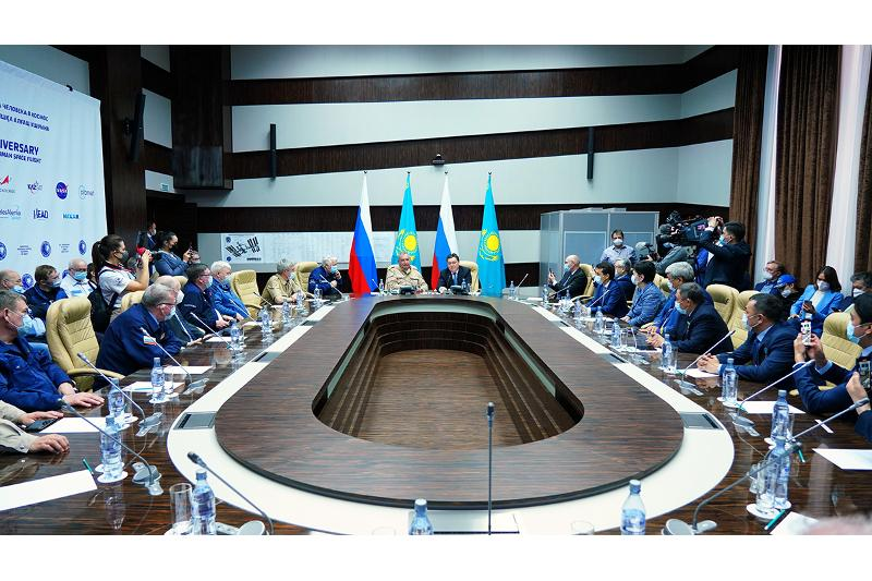Askar Mamin pays working visit to Baikonur, holds talks with Roscosmos Director General