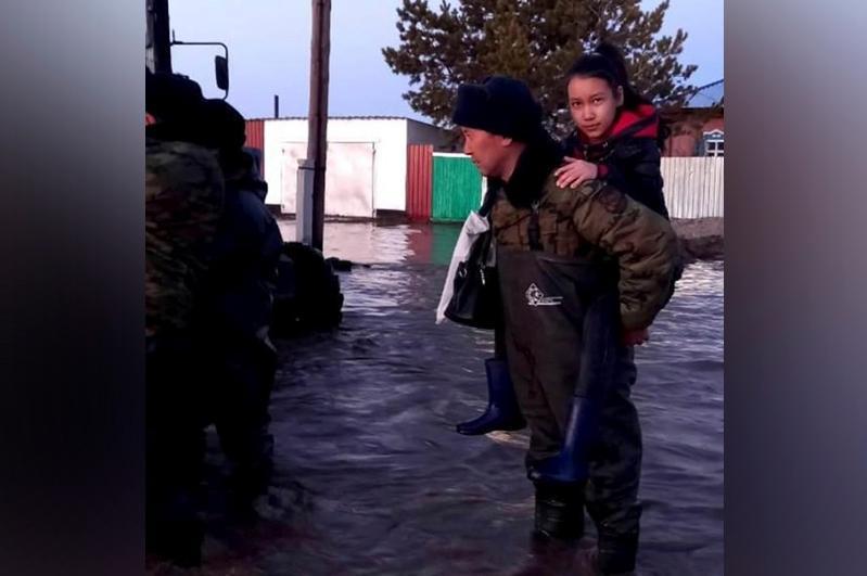 ШҚО-да су басқан ауылдың тұрғындары эвакуацияланып жатыр