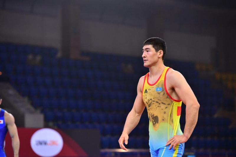 摔跤亚洲区奥运资格赛:哈萨克斯坦选手摘得金牌