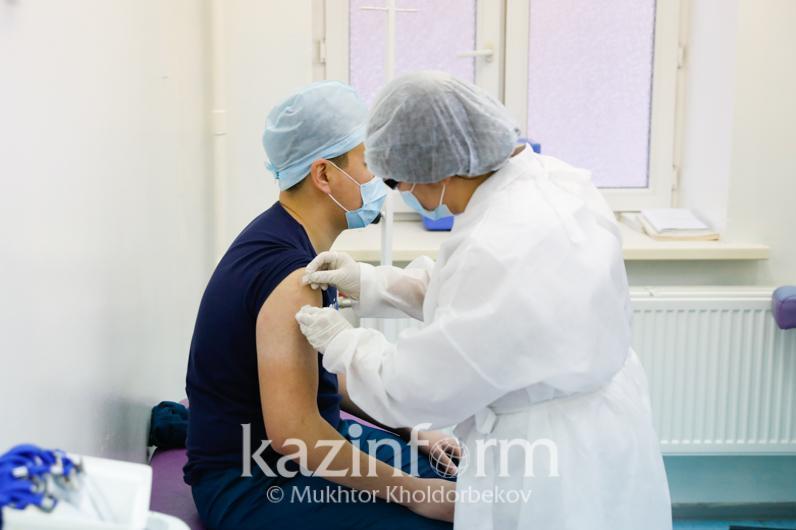 Коронавирус: Алматыда вакцинаны қай жерде салдыруға болады