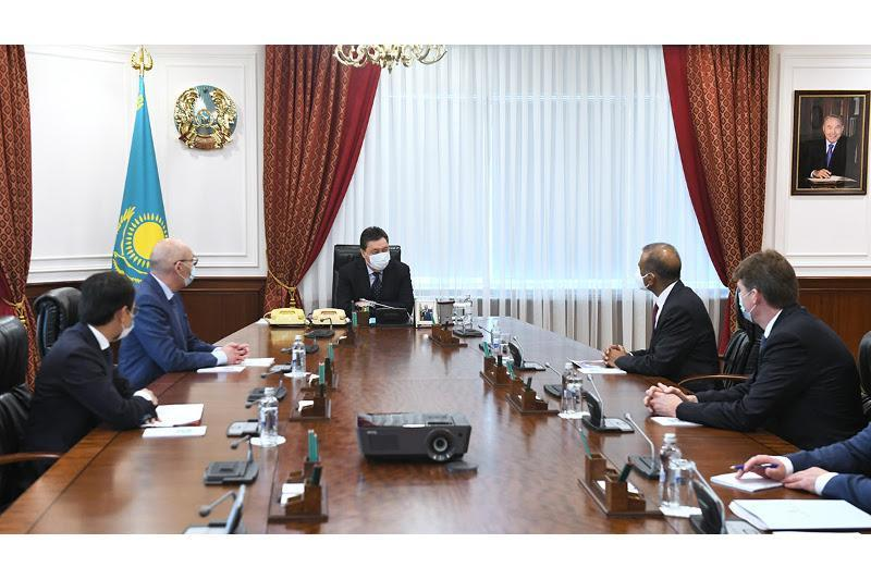 PM Mamin discusses development of satellite internet in Kazakhstan with OneWeb leadership