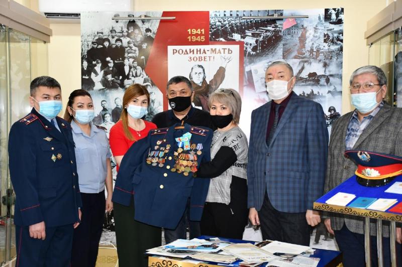 Семейные реликвии ветерана-панфиловца передали в музей в Акмолинской области