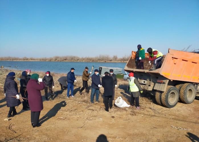 Акция «Чистые водоемы»: за день на берегу Урала собрали семь тонн мусора