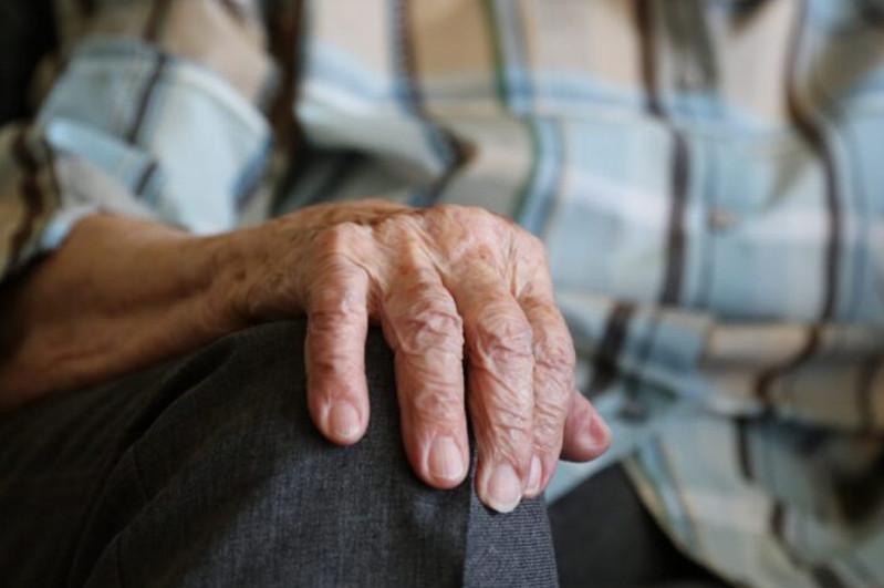 Пенсионер отдал мошеннице полмиллиона тенгев ВКО