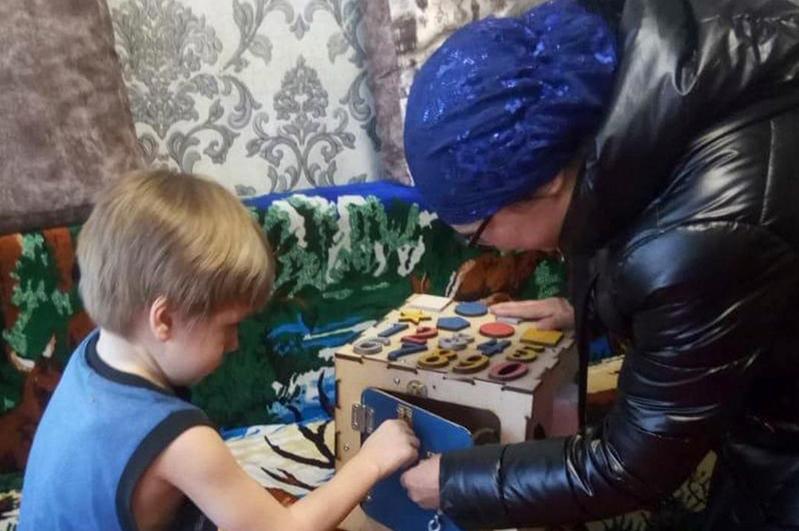Бизиборды для особенных детей бесплатно изготавливает рукодельница в Балхаше
