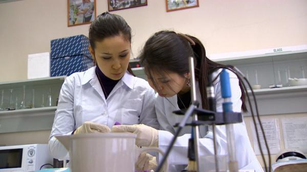 当前哈萨克斯坦有近2.2万名科学领域工作者