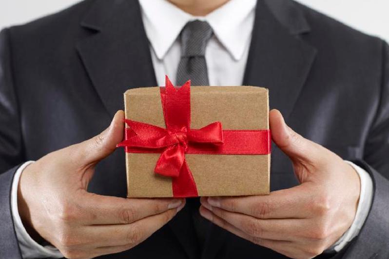 О миллионных штрафах за получение подарков предупредили госслужащих СКО