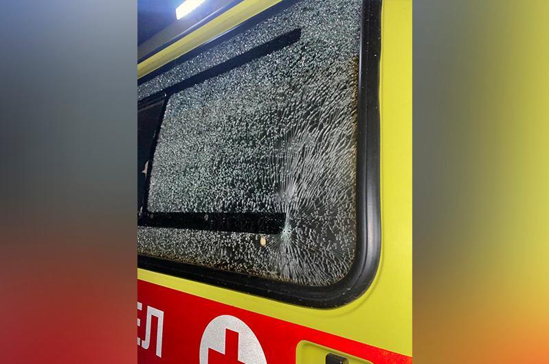 Бурабай ауданында жедел жәрдем көлігінің терезесі сынды: полиция іс қозғады